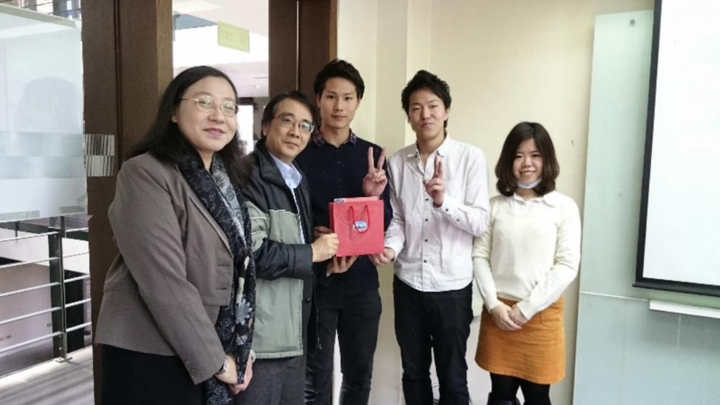 大阪國際大學  經營學部經營設計學科 湯川大地等三名學生